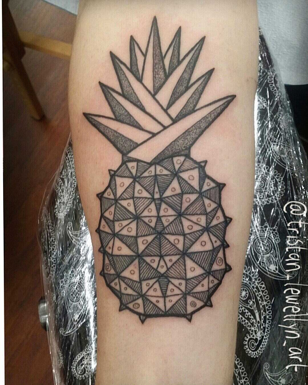 black-and-white-mandala-on-elbow-with-dotwork