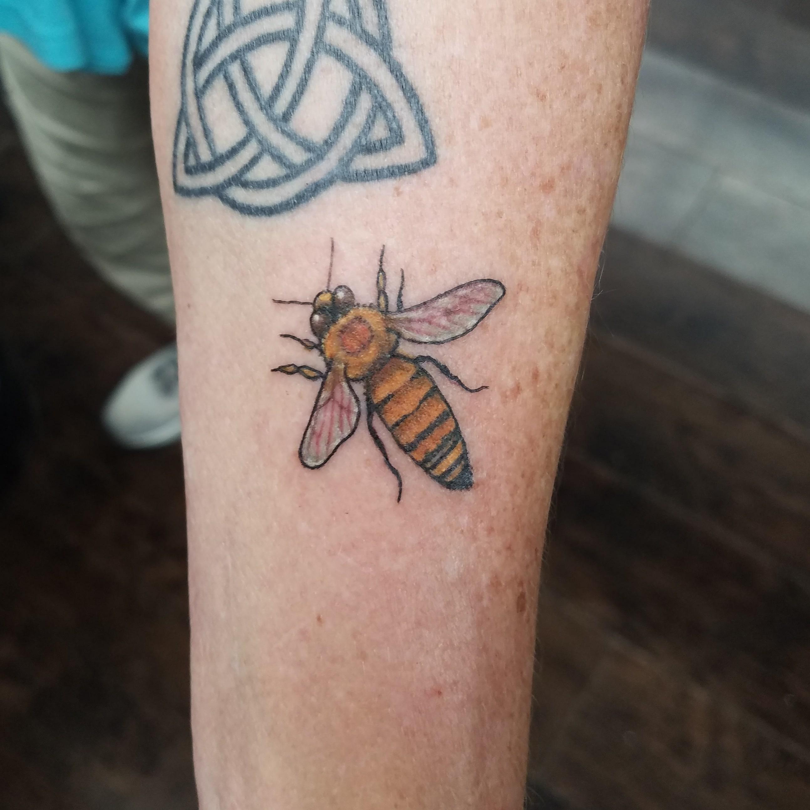 Bee micro tattoo -min