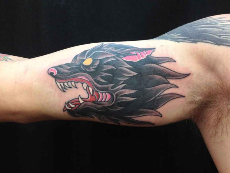 American-traditional-style-wolf-head-tattoo